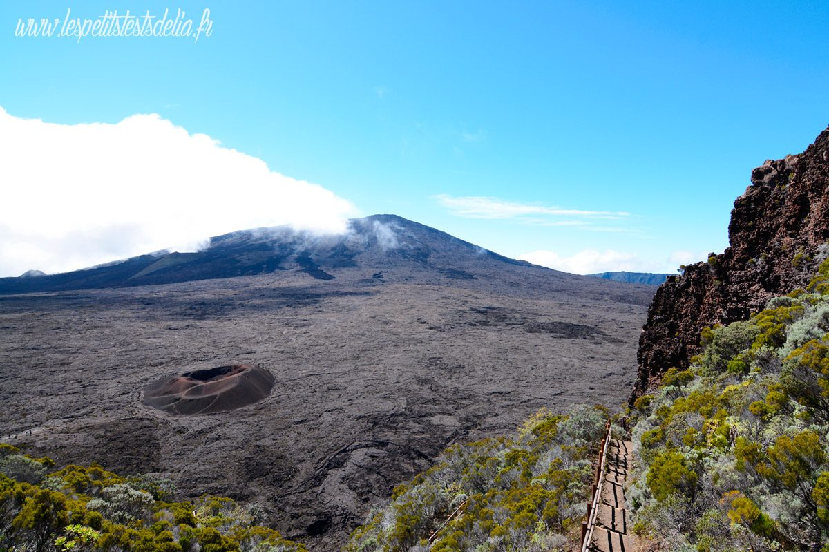 Le volcan Piton de la Fournaise à la Réunion